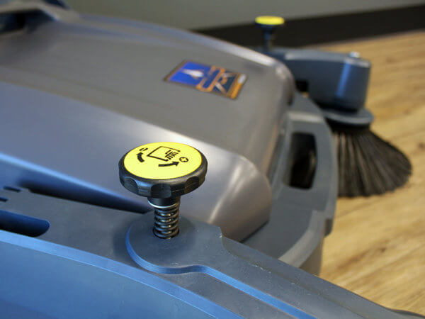 Hammerhead 950MS Manual Walk-Behind Sweeper Touch Point