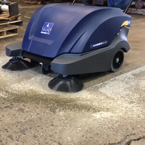 900SX Walk-Behind Sweeper Cleaning