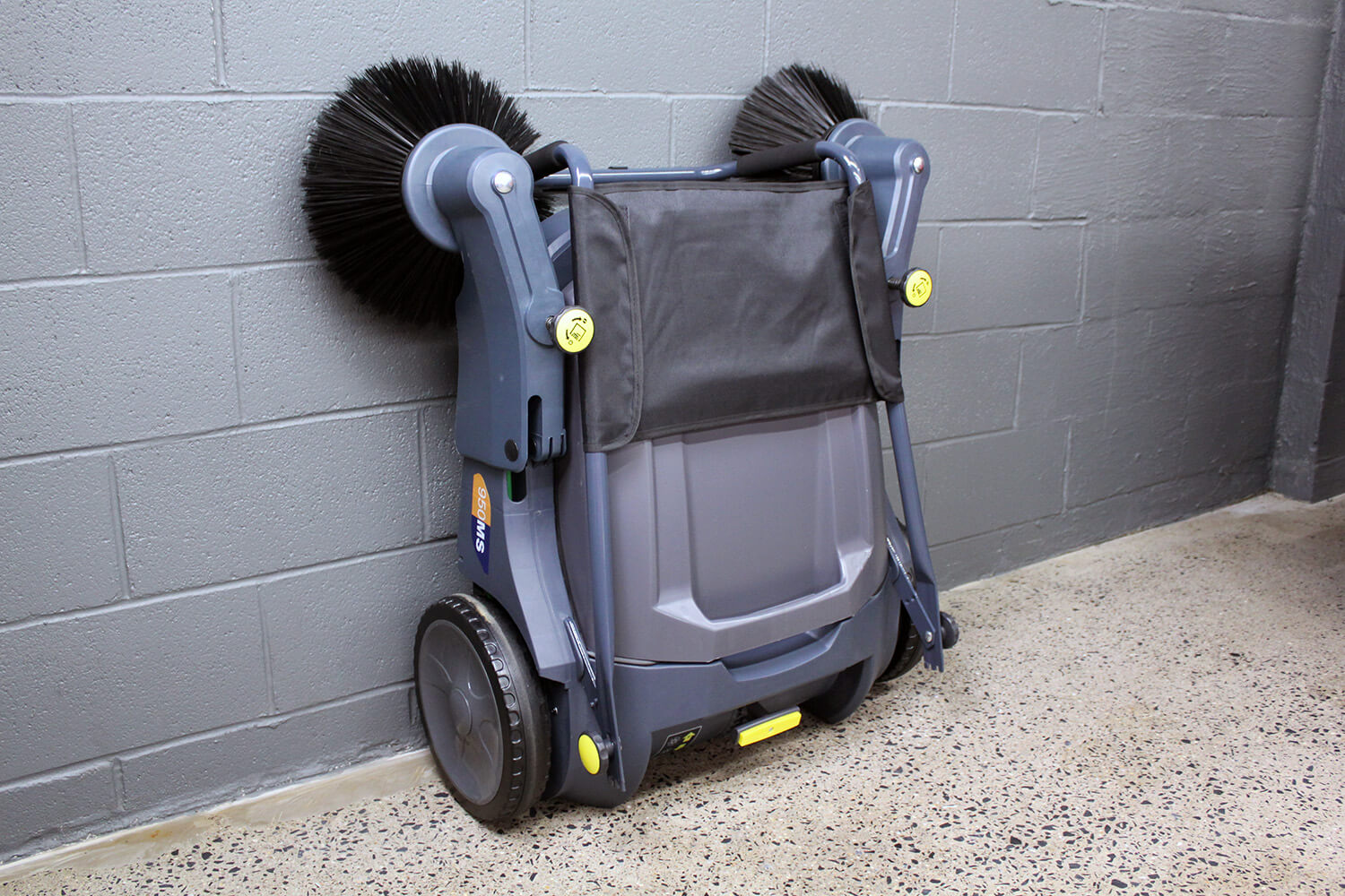 950MS Manual Sweeper Collapsible for Storage